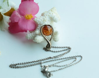 Vintage Sterling Silver Necklace With Baltic Amber Pedant