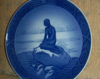 Vintage Royal Copenhagen Annual Christmas Plate - 1962 - The Little Mermaid at Wintertime - Designed by Oluf Jensen