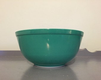 Pyrex Primary Colors Green Mixing Bowl #403, 2.5 qt