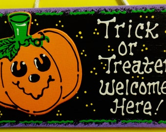HALLOWEEN Trick Or Treaters Welcome Here SIGN Pumpkin Plaque Decor Wall Hanger