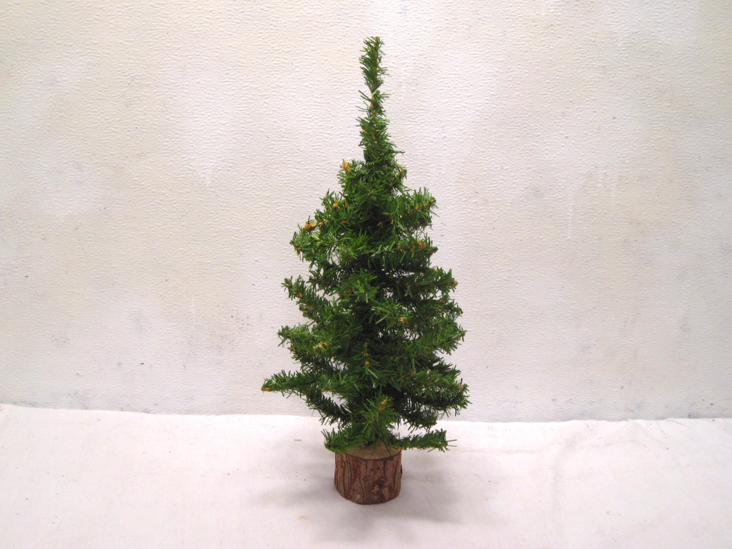 Mini Artificial Christmas Tree 16 Wood Wire