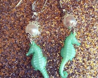Sea horse earrings blue/green kawaii