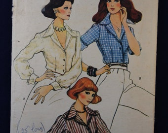 Vintage Sewing Pattern Vogue 8967 for a Woman's Blouse in Size 8