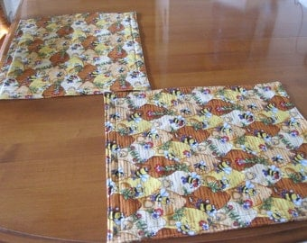 Place mats, Quilted Placemats, Padded Placemats, Placemats, Dining table linens, Bees and flowers linens, Bee placemats, Yellow placemats