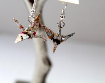 Earrings in origami: cranes in japanese paper.