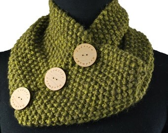 Handmade  knitted neck cowl scarf with buttons, chunky neck warmer, Lodorfo - made to order