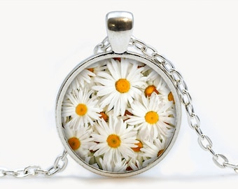 Daisies pendant. Flowers necklace. Flowers jewelry. Birthday gift