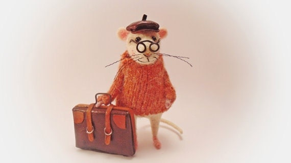 Felt Mouse traveler Woolen figurine Waldorf doll Funny mice Needle felted animal Mouse bag Dollhouse Handmade amusing gift