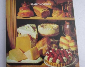 1973 Home Baked BREAD & CAKES Mary Norwak Vintage Cookbook Gingerbreads Cheesecakes Children's Party Cakes Yeast Cakes Buns Pastry Sponge