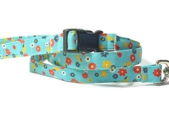 Ditzy Daisies Easy Attach Leash - 4' Fabric Dog Leash, Teal Blue Leash