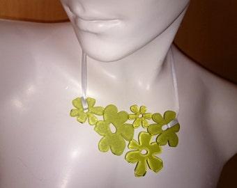 Necklace 'Fleur', green