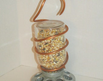 Mason Jar Hanging Bird Feeder / Outdoors / Bird Feeders / Yard Decor / Garden / Gardening