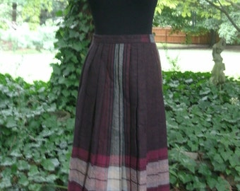 Vintage WOOL SKIRT, Calf-Length Midi, PLAID Burgundy Gray Tartan, Late 1970s Hipster Schoolgirl Retro Preppy classic Fall/Autumn/Winter, S/M