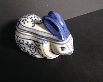 Lovely Little Vintage Porcelain Bunny Rabbit Box