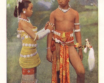 Teenage girl and boy from the Iban tribe, original 1930 print - Borneo, Dayak - 85 years old antique lithograph illustration (A869)