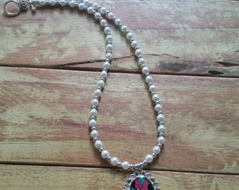 Minnie Mouse Necklace, Minnie Mouse, Childs necklace, Beaded Necklace, Princess Necklace, Waterproof pendant