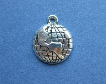 6 Globe Charms - Globe Pendant - World Charms - Globes - World -  Antique Silver - 15mm x 18mm  --(Q1-10722)