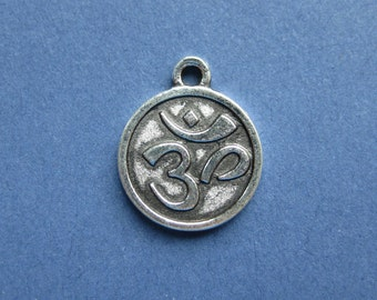 7 Om Charms - Om Pendants - Ohm Charms - Yoga Charms - Round Om Charm - Mantra Charm - Antique Silver - 15mm x 18mm  --(R7-10793)