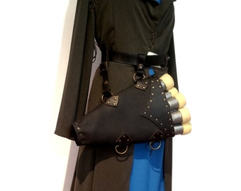Leather quiver for LARP crossbow bolts