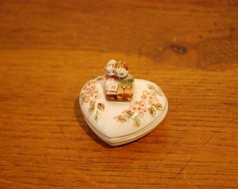 Small box it porcelaine