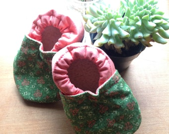 Baby booties, Floral print, green and pink, baby shoes, baby slippers, cloth shoes, baby girl, baby shower gift