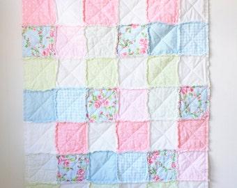Pink floral rag quilt - Baby girl rag quilt - Shabby chic rag quilt - Crib rag quilt - Pink blue rag quilt - Floral rag quilt