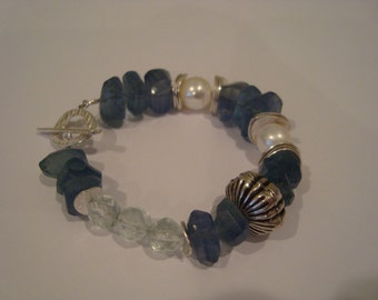In The Blues Flourite, Pearl and Silver Bracelet