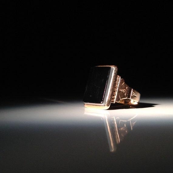 1800s 14 KT Rose Gold Bicolor Onyx Ring Antique 585