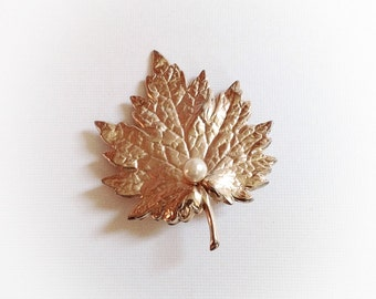 Vintage Napier Gold Tone Metal Leaf Brooch with Faux Pearl