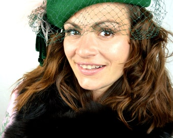 Vintage 1960s Green Wool Felt Birdcage Veil Green Fascinator Hat with Feathers