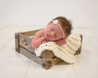 Chunky Wool Posing Blanket for Baby, Beautiful Newborn Photography Prop, Mini Blanket