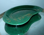 vintage 50s 60s Atomic dish / green kidney bean ceramic plate / gold flecks