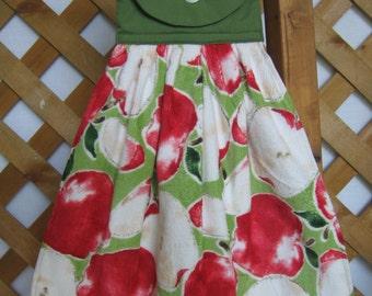 Apple Themed Kitchen Tea Towel, Apple Hanging Towel, Kitchen Towels, Red Green Kitchen Decor, Hostess Gift, Kitchen Linens SnowNoseCrafts