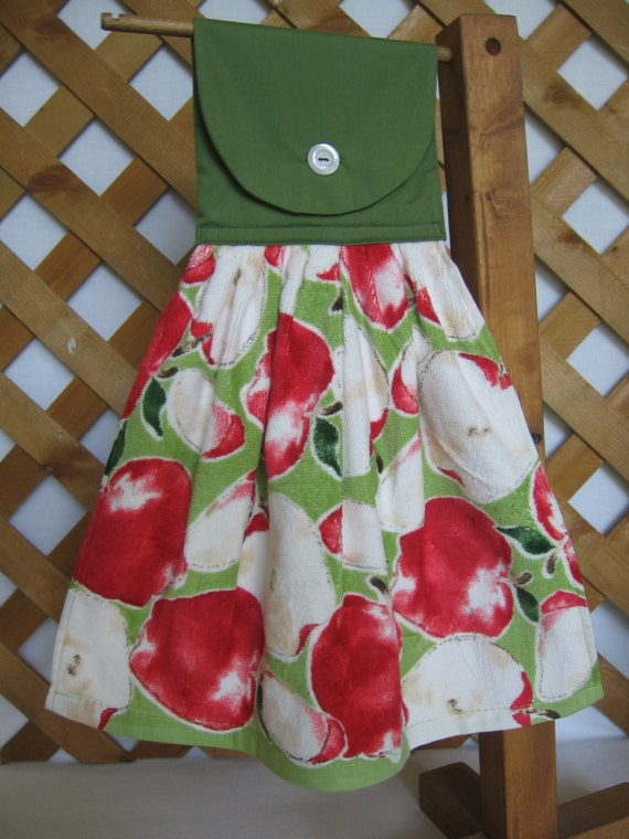 Apple themed kitchen tea towel apple hanging by snownosecrafts for Apple themed kitchen ideas