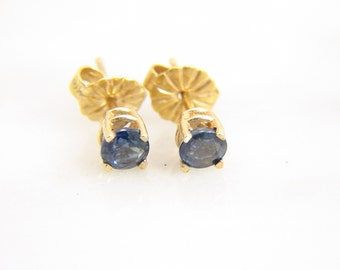 Vintage 14k Yellow Gold Natural Sapphire Stud Earrings