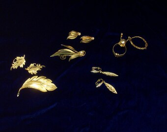 Lot of 9 Pieces Gold Tone Vintage Jewelry ~ 2 Brooch with Matching Earring Sets ~ 1 Pair of dangle Rhinestone Earrings ~ 1 Mystery Item