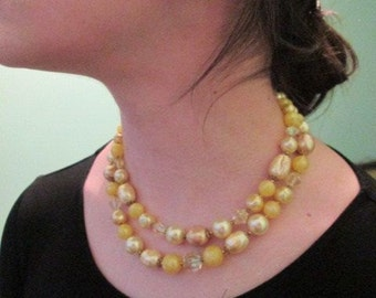 Vintage Accessories Jewelry Pearls Faux Yellow Necklace Earrings Clip Ons Fashion Wedding Costume
