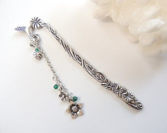 Hummingbird Bookmark, Flower Bookmark, Metal Bookmark, Mothers Day Gift, Beaded Bookmark, Stocking Stuffer, Books ans Zines. B272