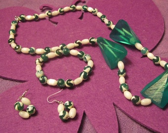 GREEN and WHITE RESIN Jewelry Set