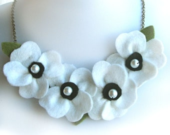 White Poppy Necklace with Felt Flowers & Glass Pearls Jewelry, White Bib Necklace, White Wedding Felt Necklace