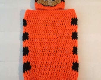 Garfield Baby Cocoon and hat