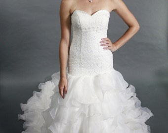 Sweetheart lace top ,organza layered chapel train wedding dress