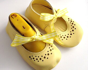Vintage inspired Leather Baby Shoes - Yellow Mary Jane - Leather baby girl shoes - Birthday, christening, flower girl shoes
