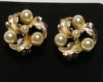 1950's Gold tone Lisner Clip earrings, pearl and gold tone leafs