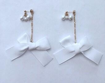 Pearl stud earrings w / white ribbon back