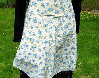 Mid Century Vintage Apron Marilyn Kitschy Hollywood Blue Roses Mad Men Cottage Chic Sweet Sassy RicK RacK Trimmed PockeTs A Line 1950's