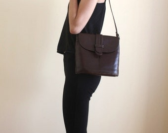 Vintage Dark brown on trend leather hand bag
