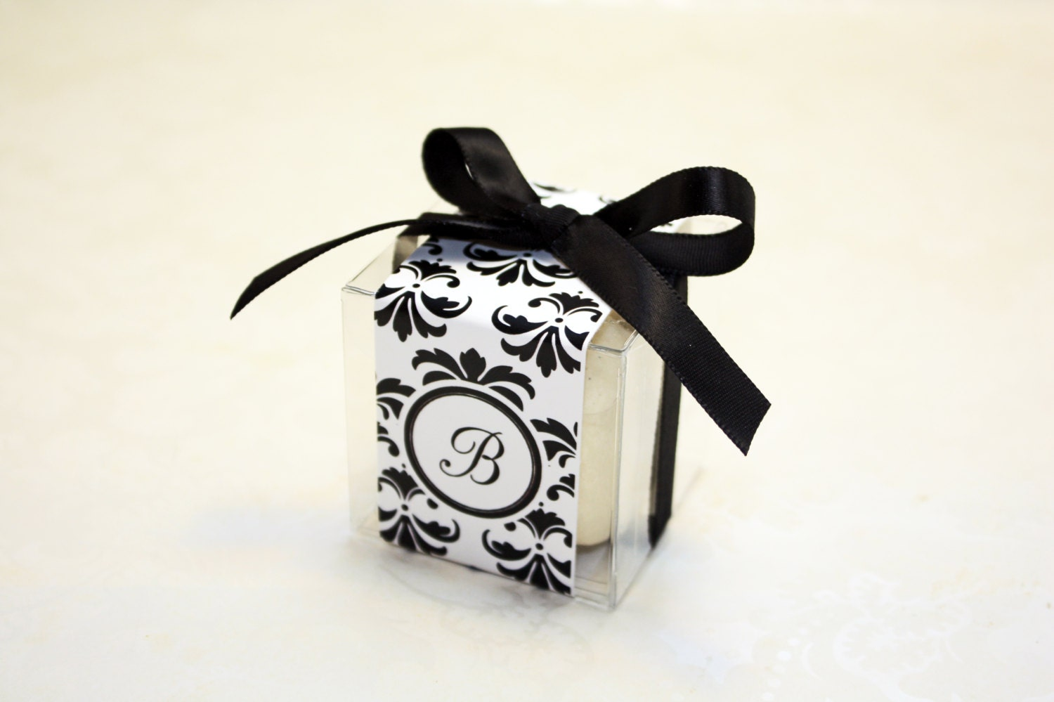 Black And White Damask Favor Boxes : Damask macaron favor boxes black and white set