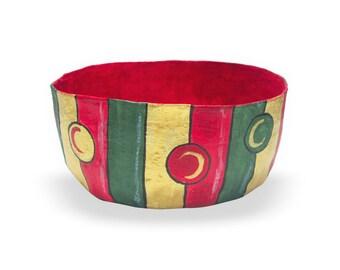 Christmas bowl. Nut dish. Red green and gold. Paper mache bowl. Nut bowl. Christmas fruit bowl. Home décor bowl. Xmas bowl.