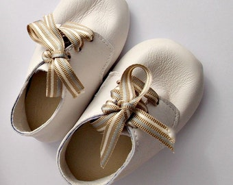 Soft leather baby booties - Leather infant shoes - Leather crib shoes - Leather baby shoes - White baby shoes - Christening Shoes